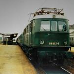 Im Schnellzugdienst damals unverzichtbar, die E 19 002 bei einem kurzen Halt in Treuchtlingen am 19. September 1977.