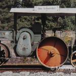 Vor dem Schwellenwerk in Schwandorf erinnert diese Spezial-Dampfwalze an die Tradition des Werkes, dessen Entstehung mit dem Grundnetz der Ostbahnen gekoppelt ist. 8. August 1997