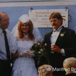 Statt in die Karibik führte die Hochzeitsreise des frischvermählten Ehepaares König nach Nürnberg-Langwasser. Am 21. September 1985 nahm es als Gast im Gläsernen Zug an der Lokparade zu den Jubiläumsfeiern teil. Aufnahme: Fam. König