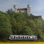 Eichstätt; Statt der üblichen Kemptener 628-Triebwagen pendelt am 5. Mai 1995 ein Triebwagen der Reihe 627 zwischen der Stadt und dem Bahnhof an der Fernbahnstrecke.